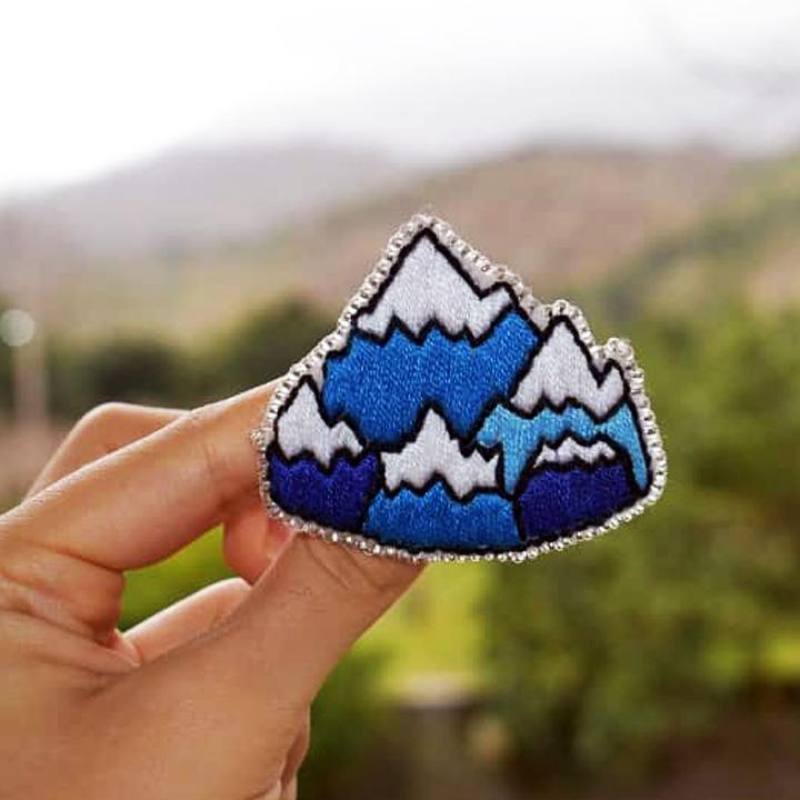 سنجاق سینه کوه
